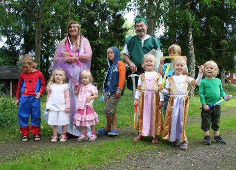 Prinsessan Zelda, Link och alla barnen (utom lilla Eddie, som just äter lunch)
